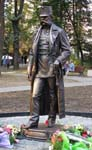 Процес виготовлення   памятника Францу Йосипу. м. Чернівці